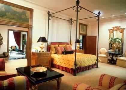 Honeymoolah 2: Atlantis Paradise Hotel's Bridge Suite