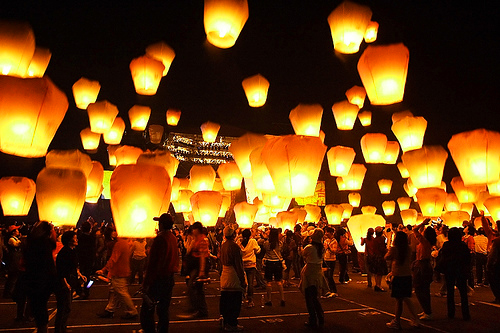 sky lantern | The Best Wedding Blog Ever by Marilyn\'s Keepsakes
